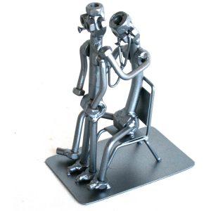 Egyedi fém csavar szobor ajándék gyermekorvosnak