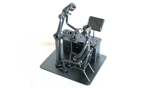 Egyedi fém csavar szobor ajándék ötlet szemésznek