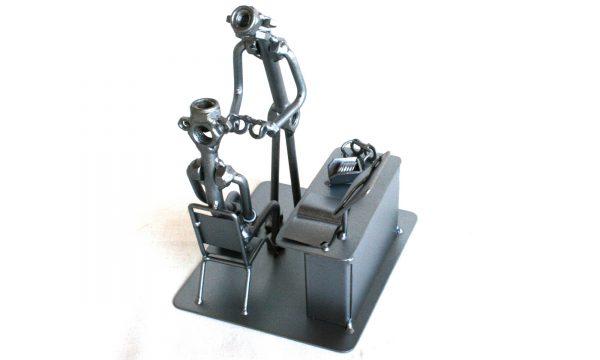Különleges fém csavar szobor ajándék szemésznek