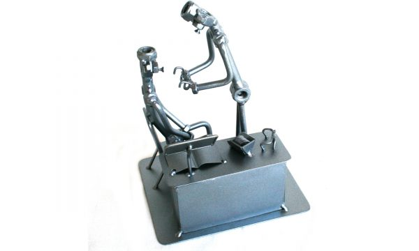 Különleges fém csavar szobor ajándék szemészorvosnak