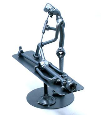 Exkluzív fém csavar szobor ajándék ortopédusnak