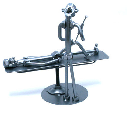 Fém csavar szobor ajándék ortopédusnak