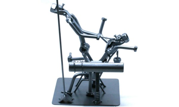 Exkluzív fém csavar szobor ajándék fogorvosnak