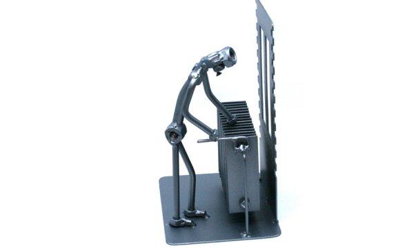 Vicces fém csavar szobor ajándék fűtés szerelőnek